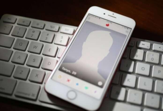 Acusada de robo después de enamorarlos por aplicación de citas
